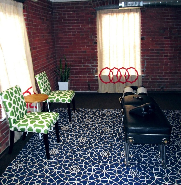 Image of OM Chiropractic's adjusting room.